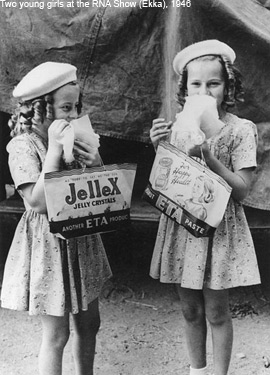 Girls at Ekka 1946